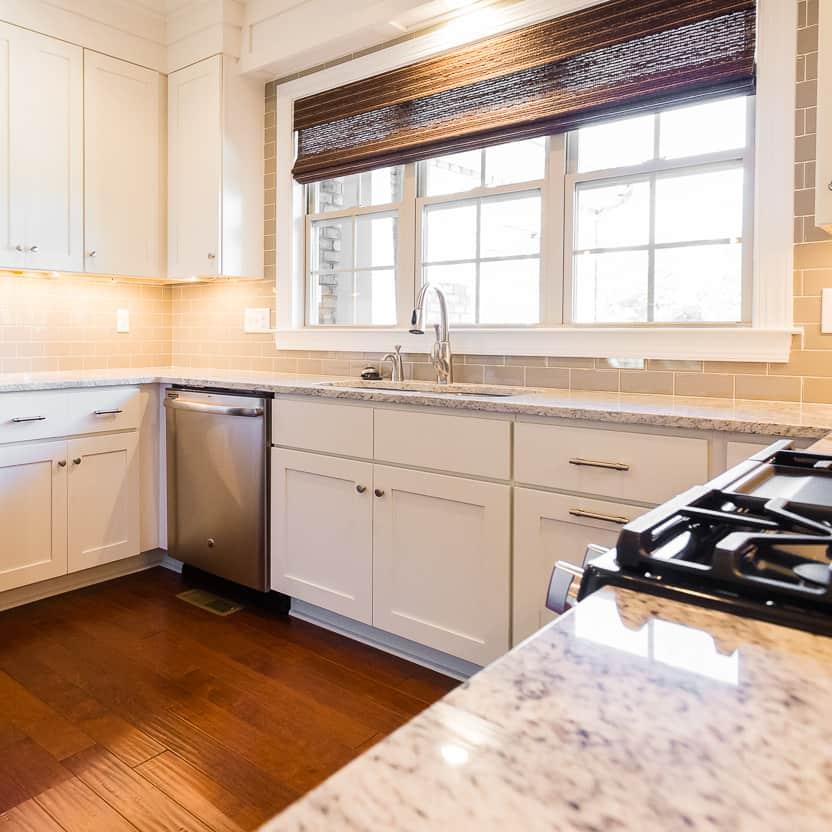 Shaker Designer White Kitchen Cabinets