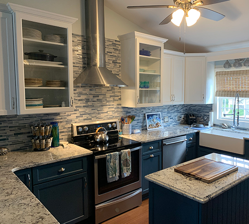 Two-tone Cabinets in Kitchen